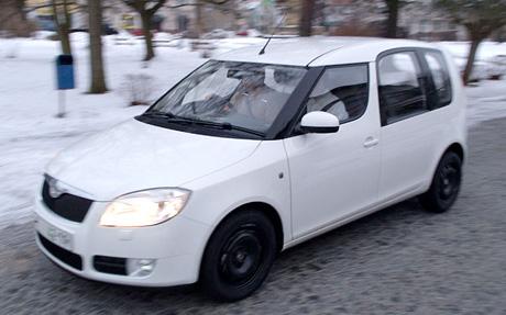 Škoda Roomster v celé kráse. Bílá s ocelovými koly!