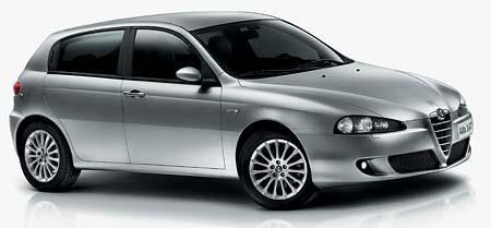 Alfa Romeo 147 2005: Facelift a nový motor