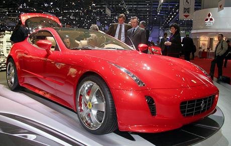 Ženeva živě: Giugiaro slavil konceptem Ferrari GG 50