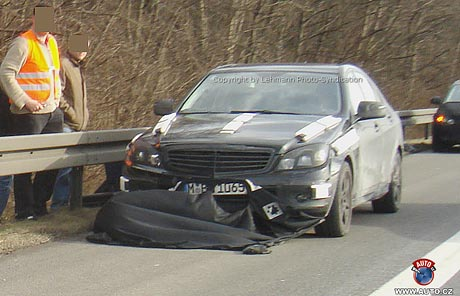 Spy photos: nový Mercedes-Benz třídy C prozrazen na dálnici