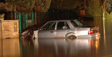 Auto.cz za volantem při povodních: Řidičská realita