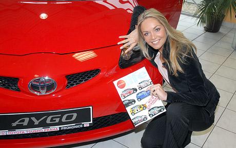 Miss ČR 2006 Taťána Kuchařová převzala Toyotu Aygo