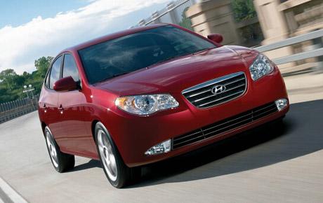 Nov� Hyundai Elantra: ofenz�va pokra�uje