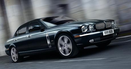 Jaguar XJR Portfolio: velk� ko�ka s ostr�mi dr�py