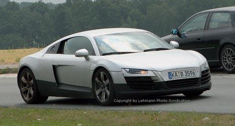 Audi prý připravuje i otevřenou verzi sportovního vozu R8