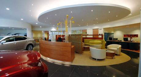 Lexus otevřel v Brně moderní prodejní a servisní centrum