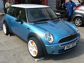 PML MINI QED: Hybridní MINI - 480 kW a 0 - 100 km/h za 4,5 s