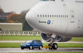 Volkswagen Touareg V10 TDI utáhne Boeing 747-200