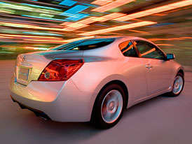 Nissan Altima Coupe � Japonsk� fe�anda