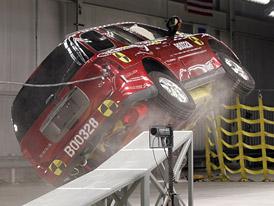 GM otevřel novou laboratoř pro roll-over crash testy