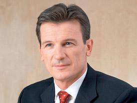 Šéf Volkswagenu Wolfgang Bernhard odchází, restrukturalizace pokračuje
