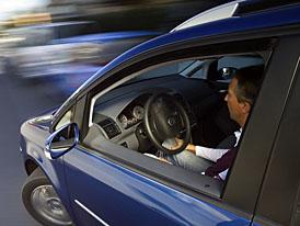 Volkswagen: nový Touran sám zaparkuje už i v Česku
