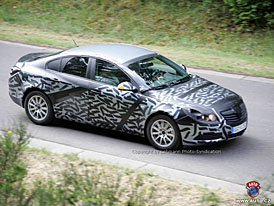 Spy Photos: zcela nov� design t�et� generace Opelu Vectra