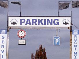 Studie: 30 % provozu ve městech tvoří lidé, kteří nemohou zaparkovat