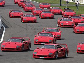 Ferrari: oslavy narozenin pokračují zápisem do Guinessovy knihy rekordů (VIDEO)