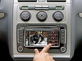 Nová navigace VW RNS 510 (Škoda Trinax): Je libo film nebo trochu hudby?