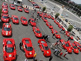 J�zda k 60. narozenin�m Ferrari: �tafeta je v Maranellu