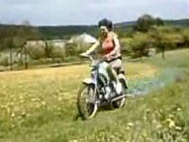 Video: Stadion – moped pro každou příležitost