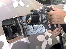 Toyota zahájila testy hybridů s dobíjením ze zásuvky