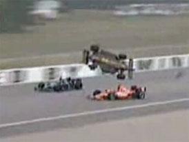 Video: Hromadná havárie při závodech IndyCar v Michiganu