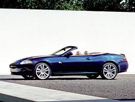 Jaguar XK8: menší osmiválec 3,5 V8 (190 kW) i pro kabrio