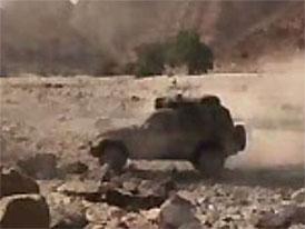 Video: Jeep – ani soptící vulkán pro něj není nebezpečný