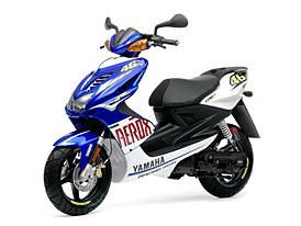 Yamaha YQ50 Aerox R Race Replica: skútr v barvách Rossiho M1