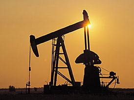 Cena ropy se poprvé vyšplhala na 100 dolarů za barel