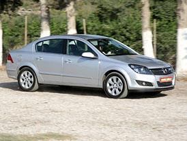 Opel Astra Sedan: první jízdní dojmy