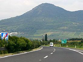 Hrbol na dálnici D5: Oprava může trvat týdny