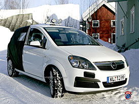 Spy Photos: Zafiroidní Opel Meriva