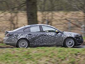 Opel vs. fotošpióni: proč a jak se maskují prototypy?