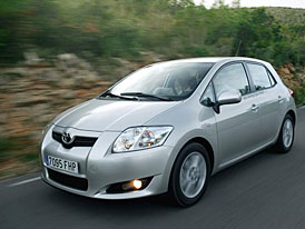 Toyotě ve čtvrtletí klesl zisk, firma ale předpovídá zlepšení