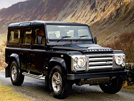 Land Rover Defender 110 SVX: oslavenec s dlouh�m rozvorem