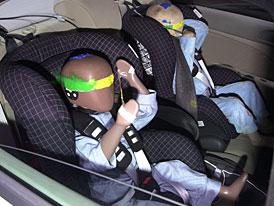 Od 1.května 2008 smí děti jezdit v autě pouze v autosedačce