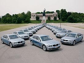 Tři desítky BMW Hydrogen 7 v ulicích Mnichova