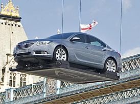 Opel Insignia představena kaskadérským kouskem