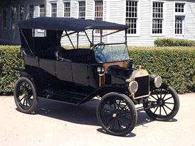 Ford Model T má sto let, na oslavu se jich sešlo 750