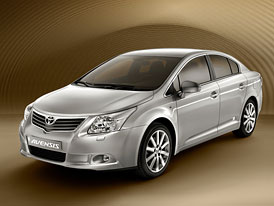 Toyota Avensis: Nové fotografie sedanu a kombi, liftback nebude