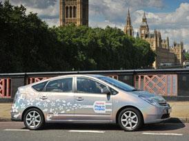 Toyota ve Velké Británii testuje Prius PHV napájený ze spotřebitelské el. sítě