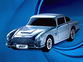 Modely voz� Jamese Bonda na �erpac�ch stanic�ch Shell