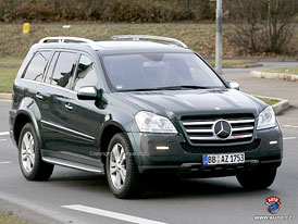 Spy Photos: Facelift třídy GL - Velká maska pro velký Mercedes