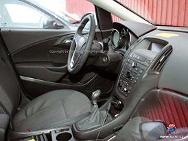 Spy Photos: Opel Astra - Bude to malá Insignia? (První foto interiéru)