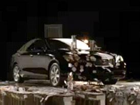 Video: Lexus ES – Dokonale utlumené vibrace motoru