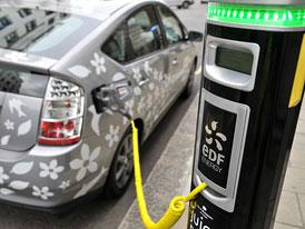 Toyota chystá ve Francii rozsáhlé testování plug-in hybridů