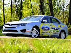 Ford Fusion Hybrid: Ford láká Američany na nízkou spotřebu hybridního sedanu
