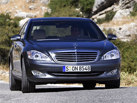 Český trh v dubnu 2009: Polovina z letošních registrací luxusních limuzín vznikla v dubnu, první je třída S, celkově vede BMW 7
