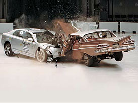 Bezpečnost před 50 lety a dnes: Crash test Chevrolet Malibu 2009 a Chevrolet Bel Air 1959
