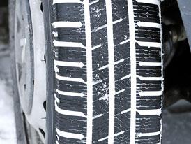 7 % řidičů na zimu nepřezouvá letní pneumatiky