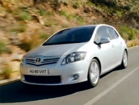 Video: Toyota Auris – Modernizovaný hatchback v pohybu